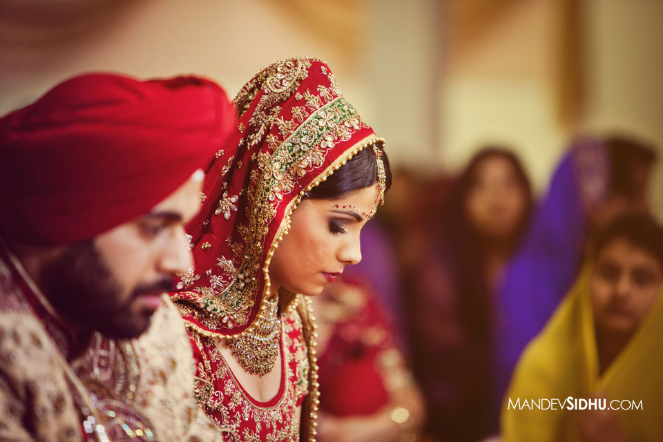 Bride and groom sitting in the gurdwara