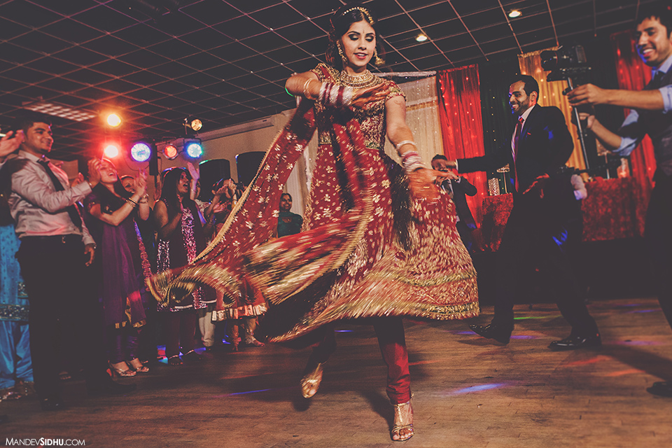 indian-reception-bride-dancing