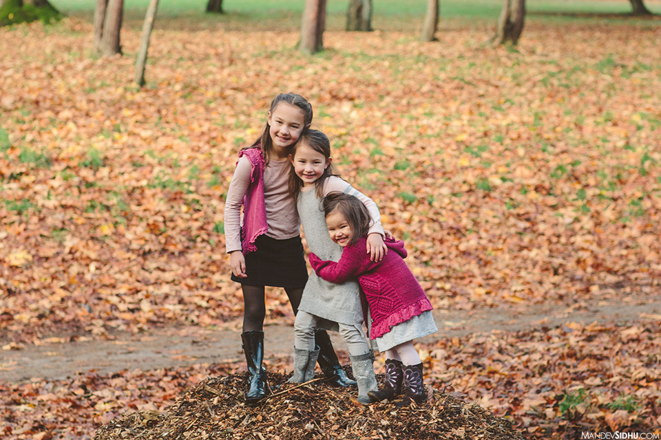 3 sisters hugging for Fall family photo shoot at Woodland Park