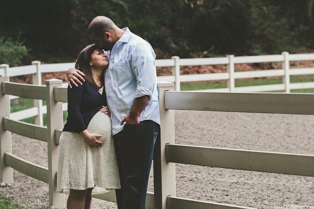 Kirkland maternity photo husband kissing wife on forehead