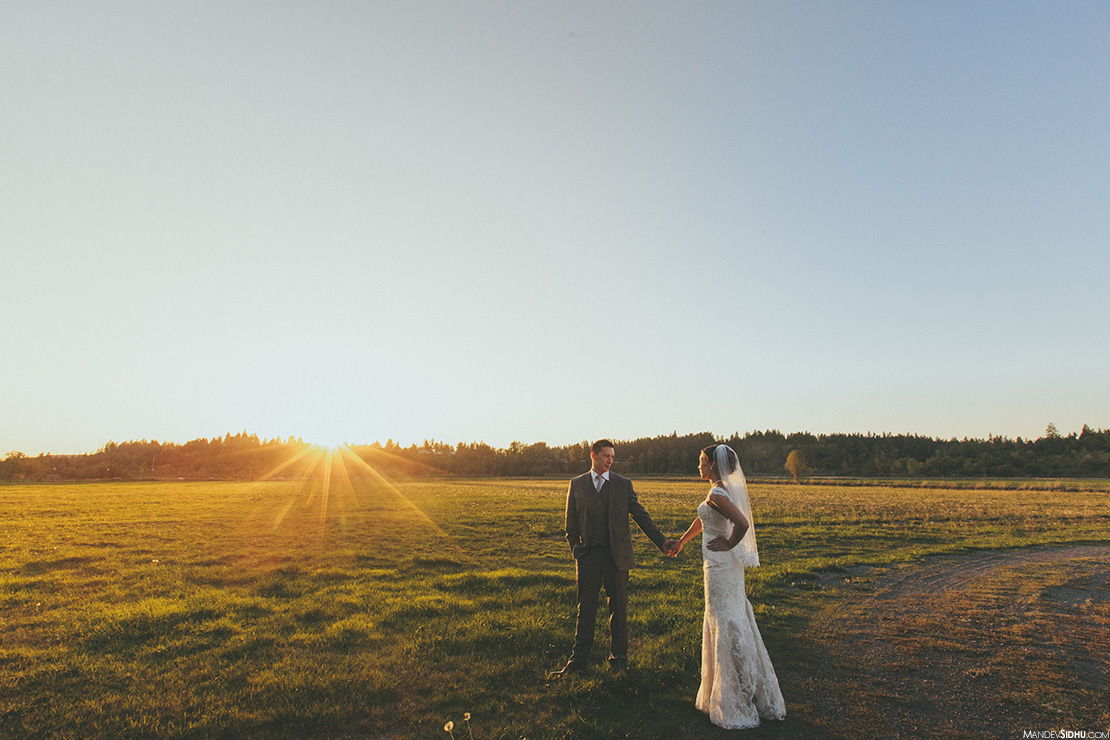 The Kelley Farm bride and groom outdoor photo in large grassy field with sunset