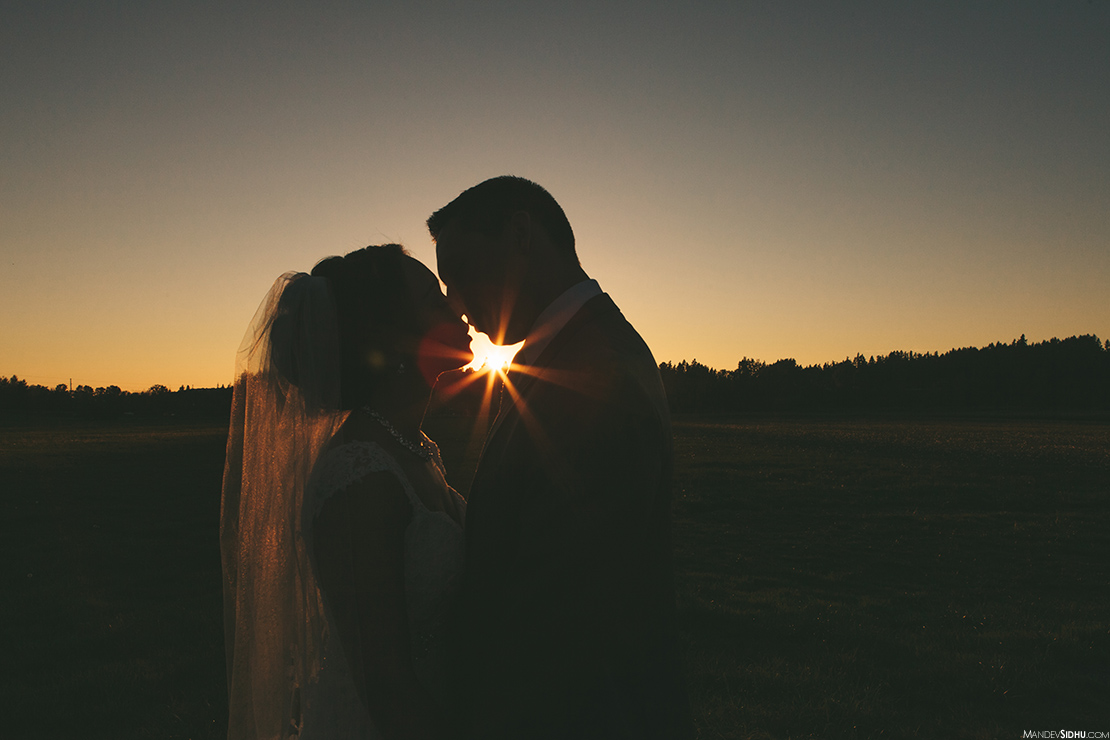 bride and groom sunburst wedding photo